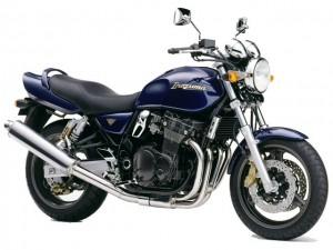INAZUMA400:大型の600ccや1200ccと同じ車格のためデカい